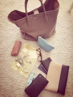 バッグの中身の画像   辺見えみり オフィシャルブログ 『えみり製作所』  Powered b…