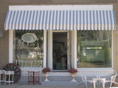Love the look of this storefront! Especially if it had a faded brick interior :)