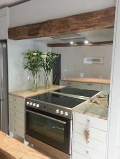 I used acrylic mirror as a splashback to create a spacious look. My friends love this.