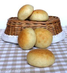 I panini soffici al burro e latte sono una delle ricette con lievito madre che ho sperimentato con grande impegno ed entusiasmo, riuscire a farli come imma