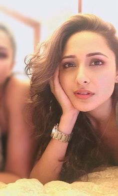 Bollywood Actress Hot, Brown Hair Colors, Beautiful Actresses, Indian Beauty, Hollywood, Style, Fashion, Chestnut Hair Colors, Swag