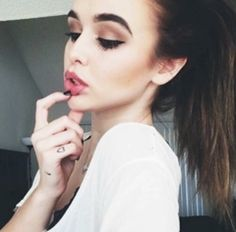 Image via We Heart It #brunette #fashion #girl #makeup #pretty #style #acacia #prettify #acaciabrinley