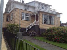 Y otra más!, bellas casas de madera de antigua data, rodeando Lago Llanquihue. Sur de Chile Warm, Mansions, Country, House Styles, Design, Home Decor, Log Homes, Painted Rocks, Southern Homes