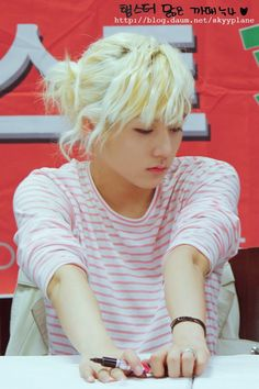 Ren is a vision of FOLWER BOY PERFECTION. <3