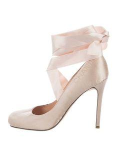 Chanel Ballerina, Pink Wardrobe, Ballet Heels, Chanel Logo, Satin, Pumps, Glass Slipper, Carrie Bradshaw, Gossip Girl