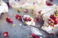 rolada z mascarpone/mascarpone, pomegranate and pistachio swiss roll;