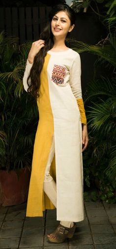 Pakistani Dresses, Indian Dresses, Indian Outfits, Kurti Patterns, Dress Patterns, Indian Attire, Indian Wear, Kurta Designs, Blouse Designs