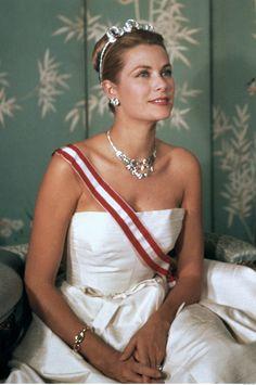 Grace Kelly wearing 1953 Cartier Riviere diamond necklace