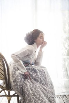 Nam Bora Transforms into an Elegant Beauty: Actress Nam Bora took viewers' breath away as she posed for a hanbok pictorial. On November wedding magazine Monthly Wedding 21 revealed cuts of Nam. Korean Traditional Dress, Traditional Fashion, Traditional Dresses, Korean Dress, Korean Outfits, Oriental Fashion, Asian Fashion, Jane Austen, Victorian Era Dresses