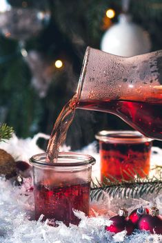 On a cold winter night you need to warm yourself! This delicious hot cocktail will do the trick in several ways! Try the glu gin and taste love at first sip Gin Recipes, Gin Cocktail Recipes, Easy Drink Recipes, Winter Cocktails, Fun Cocktails, Drinks, Beverages, Barbecue Recipes, Bbq