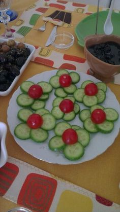 funny food - creative food prepared for young and old funny food - creative food prepared for young and old Cute Food, Good Food, Yummy Food, Food Art For Kids, Food Carving, Vegetable Carving, Food Garnishes, Garnishing, Veggie Tray