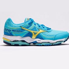 {MIZUNO} Enigma Wave 3 Running Shoes Blue For optimal cushion without sacrificing performance, Mizuno Wave Enigma 3 running shoes offer double-duty softness and responsiveness. All-new midsole material is 30% lighter yet still delivers superior cushion and support. A new last with a lower toe spring offers a more stable forefoot platform. Mizuno Shoes Sneakers