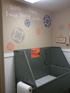 Laundry room dog station... I dream of having one of these for dexter since he's sooo big.