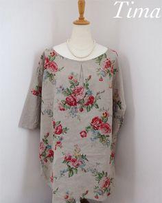 ぱきっと華やかなYUWAの薔薇模様リネンを使いドロップショルダーチュニックを作りました。前見頃に花柄リネン、後ろ見頃と袖にコットンリネンを使いました。襟ぐりは...|ハンドメイド、手作り、手仕事品の通販・販売・購入ならCreema。