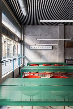 CASPALATA in Seville suggests a new kind of vision for restaurant and cocktail bar design. Madrid-based Lucas y Hernández-Gil have purposefully sidestepped tried and true 'nostalgia aesthetic' in favour of creating something totally fresh. Modern Restaurant, Cafe Restaurant, Restaurant Design, Architecture Restaurant, Interior Architecture, Cafe Bar, Colorful Restaurant, Luxury Restaurant, Industrial Restaurant