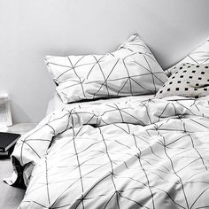 How to use Modern floor lamps in contemporary bedroom designs Contemporary Floor Lamps, Modern Floor Lamps, Contemporary Bedroom, Diy Room Decor, Bedroom Decor, Bedroom Ideas, White Bed Covers, Linen Bedding, Bed Linen