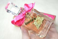 Review of the Juicy Couture Viva La Juicy Eau de Parfum, and an international GIVEAWAY to win your own 50ml bottle.