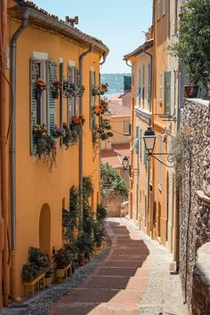 Menton - Benefits of nature travel. What is natural travel? Mykonos, Santorini, Beautiful World, Beautiful Places, Belle Villa, Photos Voyages, Art Reference Poses, Northern Italy, Europe Destinations