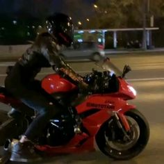 Girl Riding Motorcycle, Female Motorcycle Riders, Motorcycle Couple, Motorbike Girl, Biker Girl, Ducati Motorbike, Motorbike Jackets, Motorbike Cake, Bmx