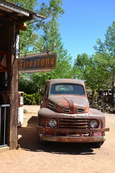 route 66 Plus Vintage Pickup Trucks, Classic Pickup Trucks, Old Trucks, Vintage Cars, Vintage Photos, Antique Cars, International Harvester, Chevrolet Silverado, Chevy Classic