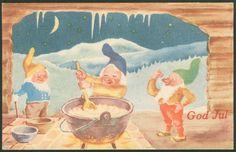 Julekort LILLO STENBERG, Paul Tre nisser med gul, blå og grønn nisselue. Røde nisseluer var forbudt under krigen, norsk arbeide Postgått 1945,