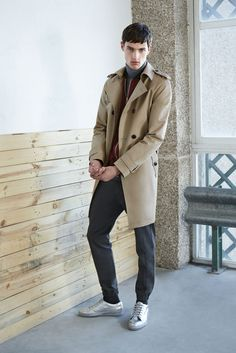 A true menswear classic, the trench coat has an intriguing history spanning two world wars, yet it remains a key item for stylish men of today Zara Trends, Burgundy Bomber Jacket, Zara Looks, Tailored Fashion, Bespoke Clothing, Trench Coat Men, Running Pants, Zara Man, Hipsters