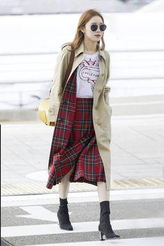 5 Fashion Hacks Female Idols Use To Appear Thinner Latest Fashion Trends, Fashion Brands, Fashion Tips, Fashion Hacks, Lee Sung Kyung Photoshoot, Asian Fashion, Girl Fashion, Burberry Trench, Trench Coats