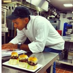Count on efficient banquet caterers to make good food the center of your party. Hire Aaron Boykin. He is among the reliable event caterers who also offer cooking lessons and personal chef services.