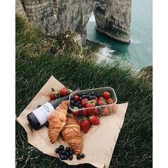 French do it better  #sundaybrunch by @alinakolot  #voyageursdumonde #etretat #france #normandie