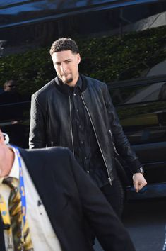 Klay Thompson of the Golden State Warriors arrives before the game against the San Antonio Spurs in Game Two of Round One of the 2018 NBA Playoffs on. Golden State Warriors 2018, Golden State Warriors Pictures, Beautiful Men Faces, Gorgeous Men, Baseball Field Dimensions, Golden State Basketball, Basketball Playoffs, Splash Brothers, Christian Yelich
