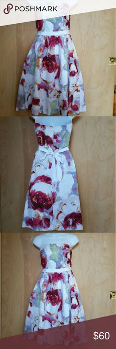 Banana Republic Floral strapless Dress Excelente  Condition Banana Republic Dresses Midi