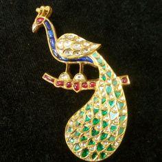 Peacock pendant cum brooch made in uncuts diamonds in gold. Jewelry Crafts, Jewelry Art, Jewelry Design, Fashion Jewelry, Designer Jewelry, Gold Jewelry For Sale, Wholesale Gold Jewelry, Gold Pendent, Jhumki Earrings