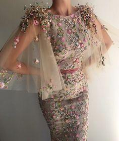 Best Design Ideas for Haute Couture Dresses Couture Dresses, Fashion Dresses, Fashion Clothes, Casual Dresses, Maxi Dresses, Pretty Dresses, Beautiful Dresses, Beautiful Gif, Looks Party