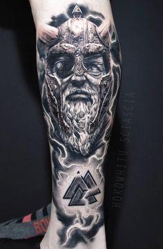 Tattoo Odin, Tattoo Deus, Cute Tattoos, Leg Tattoos, Sleeve Tattoos, Tattoos For Guys, Viking Warrior Tattoos, Atlas Tattoo, Viking Tattoo Sleeve