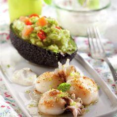 Chipirones a la plancha con aguacate relleno... ¿a que es un plan de cena perfecto?