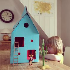 Kidsonroom Mobile Home, molly-meg.co.uk: Darling cardboard dollhouse! #Dollhouse #Kidsonroom