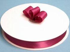 Satengbånd ca. 2,5cm. Passer fint til gaveesker,dekorasjoner, lys, bordkortholdere m.m. Selges som metervare.