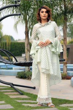 Ideas Sewing Patterns Girls Dresses Beautiful For 2019 Pakistani Dress Design, Pakistani Dresses, Indian Dresses, Indian Outfits, Party Looks, Sewing Clothes Women, Clothes For Women, Sleeves Designs For Dresses, Kurti Designs Party Wear