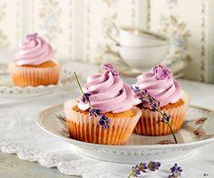 Lavendel-Cupcakes: #Lavendel ist n der Küche immer für eine himmlische Überraschung gut! #Rezept #Backparadies #Cupcake