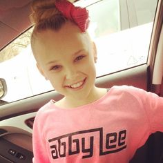 NoBody has enough heart and talent to replace Chloe. Pin if u like Chloe more than JoJo.  And comment