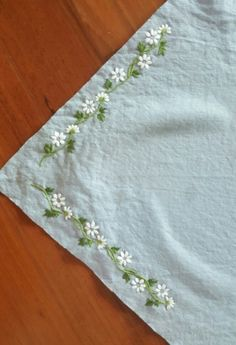 Pattern match for China Border Embroidery Designs, Basic Embroidery Stitches, Floral Embroidery Patterns, Hand Embroidery Videos, Hand Embroidery Tutorial, Creative Embroidery, Simple Embroidery, Handkerchief Embroidery, Hand Embroidery Flowers