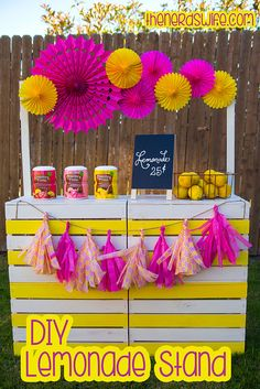 Inspiration for sweet/unsweet/green tea booth on opening day. Love the pops of color & poms!! :-) Could do accents (straws and decorations) in... * green for Green Tea * gold for Sweet Tea * white for Unsweet Tea