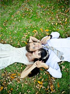16 must-have #wedding photo ideas with your groom! To see more wedding trends: www.modwedding.com