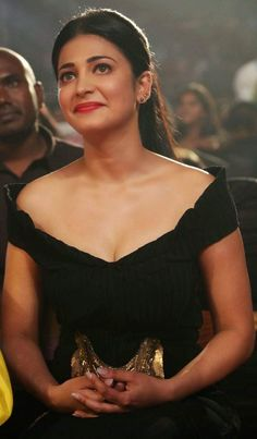 Shruti Hassan erotic cleavage queen Bollywood and tollywood with her curvy body Show. Hot and sexy Indian actress very sensuous thunder thig. Sneha Actress, Bollywood Actress, South Actress, South Indian Actress, Most Beautiful Indian Actress, Beautiful Actresses, Hot Actresses, Indian Actresses, Cleavage Hot