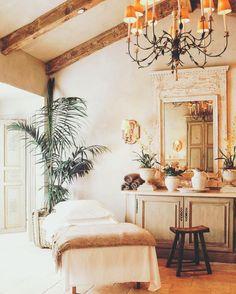 Massage Room Decor, Massage Therapy Rooms, Spa Room Decor, Day Spa Decor, Spa Design, Interior Design Awards, Salon Design, Design Ideas, Spa Treatment Room