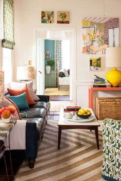 Lulie Wallace's colorful living room lives big. Our favorite two things about this room though? The ... - Laurey W. Glenn
