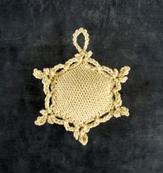 This starts out as a puff from the Beekeeper's Quilt, then a crocheted border is added. OMG I MUST DO THIS.