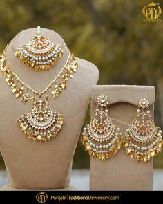 Real Gold Jewelry, Fancy Jewellery, Gold Jewellery Design, Pakistani Bridal Jewelry, Indian Bridal Jewelry Sets, Bridal Bangles, Bridal Necklace, Bridal Accessories, Tikka Jewelry