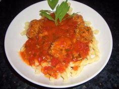 Verboten gut ⚠: Feurige Kräuterhackbällchen in scharfem Sugo mit Pasta