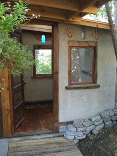 Strawbale in the Pacific Northwest, anyone? (straw bale house forum at permies) Cob Building, Green Building, Building A House, Dream Home Design, House Design, Cob House Plans, Straw Bale Construction, Earth Bag Homes, Mud House